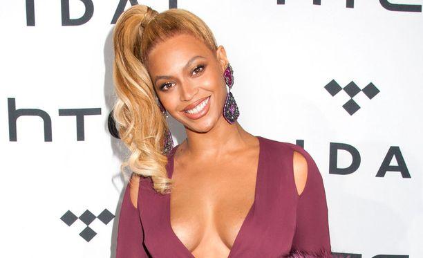 Beyoncé edusti hehkeänä.