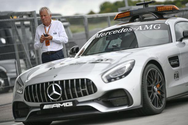 Charlie Whitingin peukalon alla oli turva-auton ilmestyminen GP-radalle.