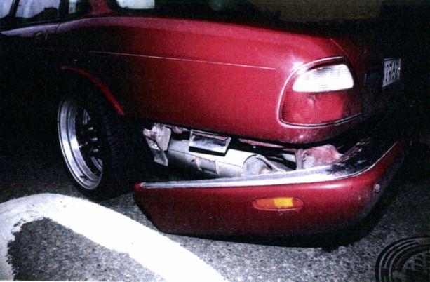 Jaguarin takapuskuri oli irronnut. Kuva poliisin takavarikosta.