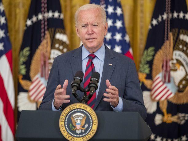 Presidentti Joe Biden ilmoittaa vaativansa New Yorkin kuvernööri Andrew Cuomon eroa.