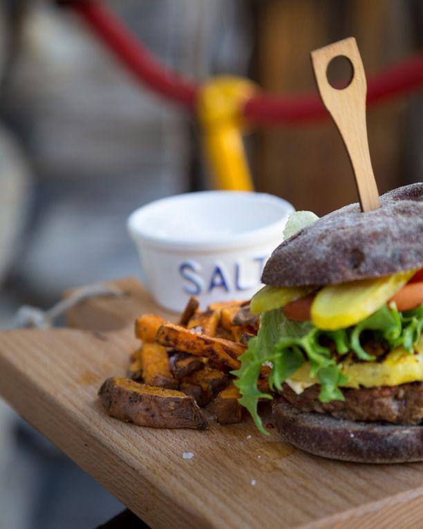 Bataattiranskalaiset ovat täydelliset hampurilaisen kanssa.