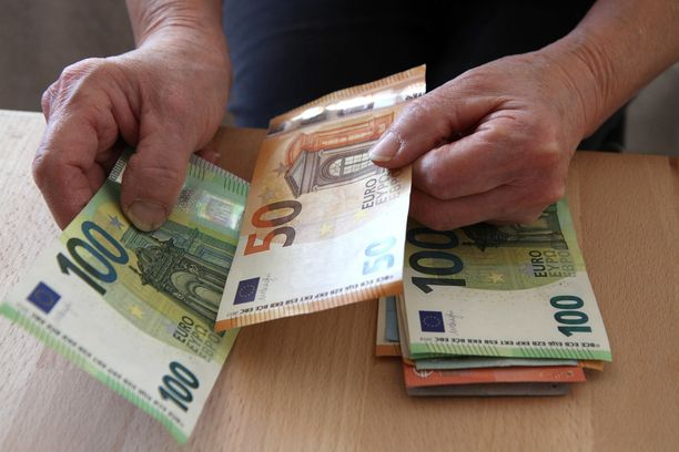 Vanhuksen ilmoituksen mukaan hän oli laskenut rahansa noin kuukautta ennen rikosta. Kuvituskuva.