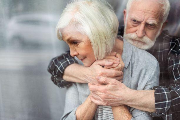 Sosiaaliset suhteet voivat ehkäistä dementiaa. Kuvituskuva.