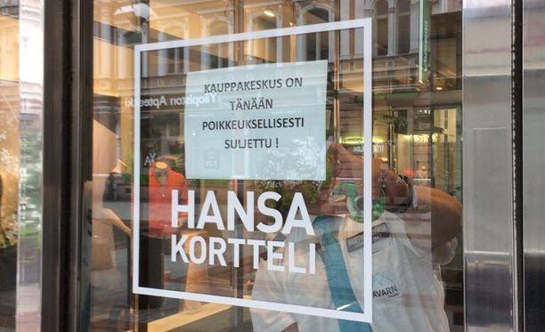 Keskustan suosittu 130 liikkeen ostoskeskus Hansakortteli on sulkenut ovensa perjantaipäivältä.