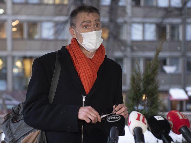 Oikeuskansleri Tuomas Pöysti varautuu ottamaan kantaa kuntavaalien mahdolliseen siirtämiseen vasta, kun mahdollinen esitys saapuu valtioneuvoston päätettäväksi.