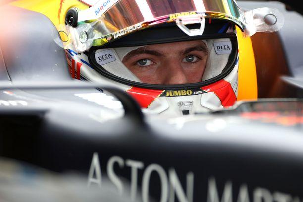 Max Verstappen oli nopein Venäjän GP:n toisissa harjoituksissa.