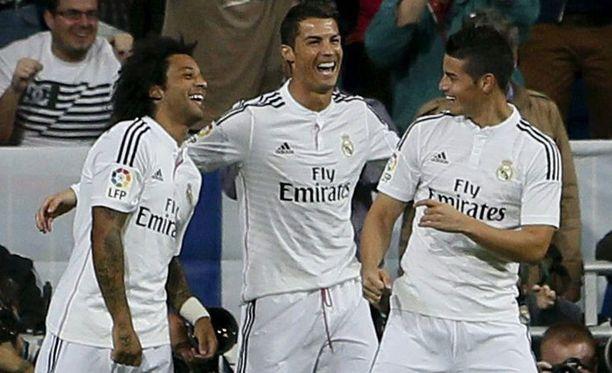 Marcelo, Ronaldo ja James pitivät hauskaa kentällä.