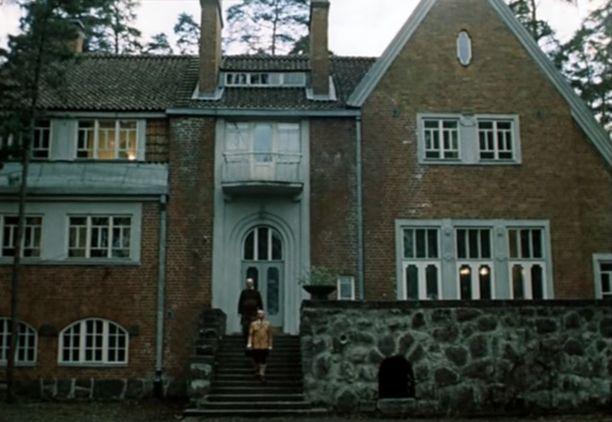 Villa Sellgren Lenfilmin elokuvassa Sherlock Holmes - 1900-luku alkaa vuodelta 1986. Kuvakaappaus elokuvasta.