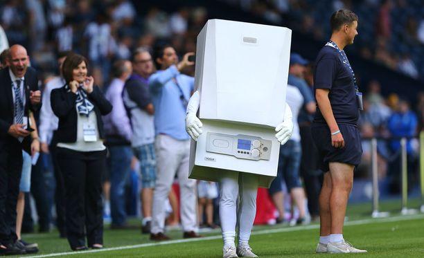 Heti ei uskoisi, että tämä boileri on ihan oikeasti kuuluisan seuran maskotti.