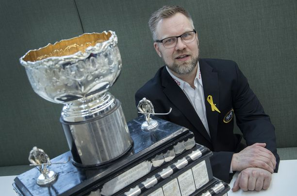 Kärppien päävalmentaja Mikko Manner pääsi kantamaan Kanada-maljaa jo viime vuonna, ja lähellä se on tänäkin keväänä.
