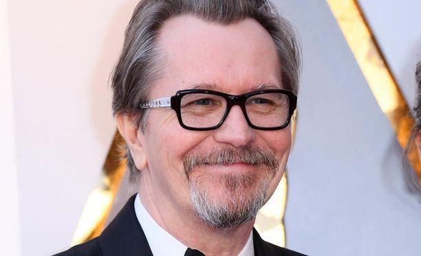 Gary Oldman, 59, on tunnettu englantilainen näyttelijä ja elokuvantekijä. Mies tunnetaan esimerkiksi elokuvista Synkin hetki ja Pappi, lukkari, talonpoika, vakooja.