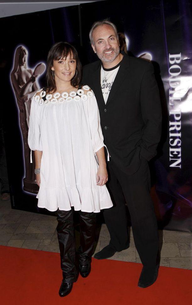 Kim Bodnia vaimonsa Rikke Louise Anderssonin kanssa.