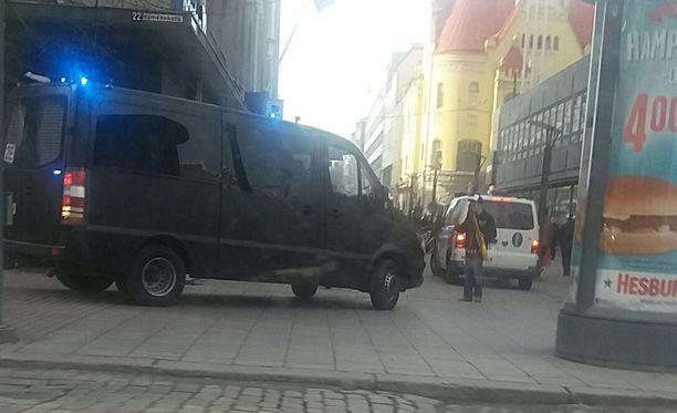 Iltalehden lukijan mukaan tiesulku esti vappuaaton illansuussa ajamasta Tampereen keskustorin suuntaan.