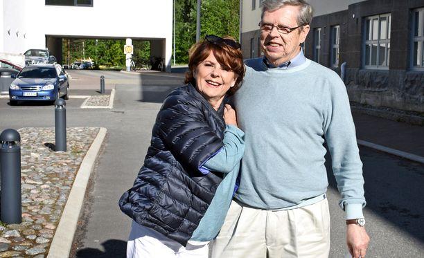 Pirkko Mannola, 77, ja Göran Stubb, 81, menivät kihloihin helmikuussa, karkauspäivänä.