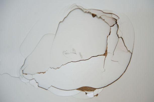Tämä lommo jäi seinään eräältä vuokralaiselta Tampereella vuonna 2011.