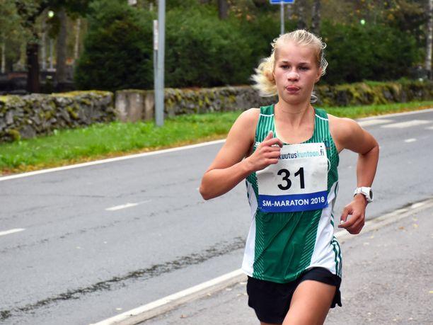 Alisa Vainio on suomalaisen kestävyysjuoksun suurin tulevaisuuden toivo. Lauantaina Joutsenon kaduilla maraton taittui aikaan 2.34,49. Tulos on Euroopan tämän kauden tilaston 33:ksi paras.