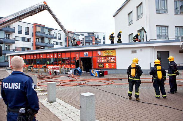 Ravintola paloi Helsingin Malmilla.