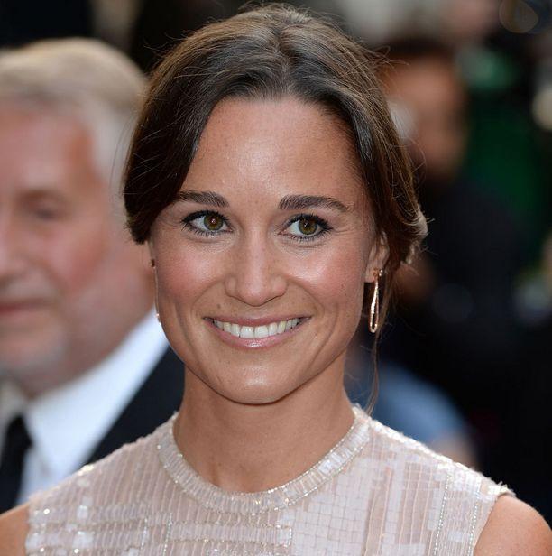 Pippa Middleton on herttuatar Catherinen pikkusisko. Middleton kihlautui investointipankkiiri James Matthewsin kanssa heinäkuussa.