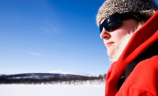Kuiva pakkasilma ja suuret lämpötilanvaihtelut rasittavat ihoa.
