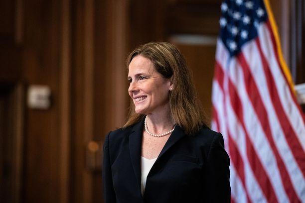 Vahvasti katolilainen Amy Coney Barrett on Yhdysvaltain ensimmäinen korkeimman oikeuden tuomari, jolla on kouluikäisiä lapsia.