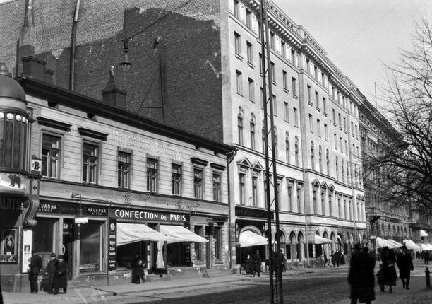 Pohjois-Esplanadi on vajaan sadan vuoden aikana muuttunut. Kuva vuodelta 1920.