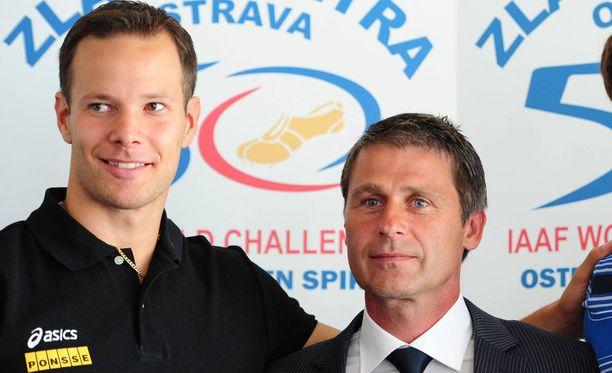 Tero Pitkämäki (vas.) ja Jan Zelezny ovat ystäviä. Tshekki valmensi suomalaista tovin 2010-luvun alussa.