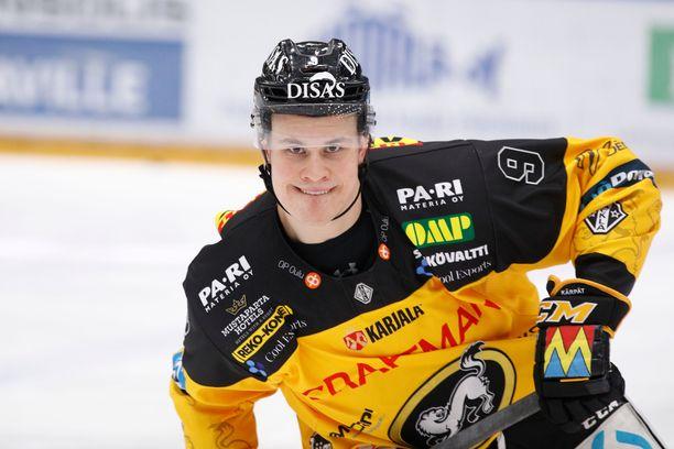 """Jesse Puljujärvi """"oppi"""" vessapaperirullan pomputtelun kuin taikaiskusta."""