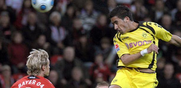Sami Hyypiä seurasi perjantaina vierestä, kun Dortmundin Lucas Barrios nekkasi ottelun avausmaalin.
