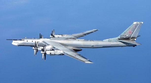 Yhdistyneen Kuningaskunnan ilmavoimat tunnisti ja kuvasi tämän TU-95MS -koneen Skotlannin edustalla viime vuonna.