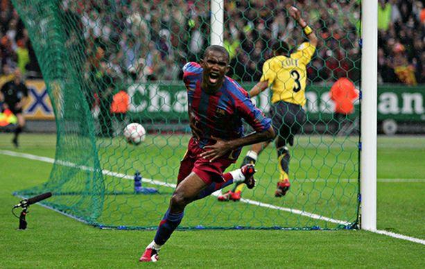 SINNE MENI! Samuel Eto'o upotti Barcelonan ensimmäisen.