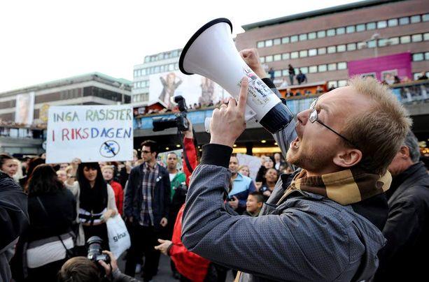MAHDOLLISTA MEILLÄ? Ruotsin syyskuisten vaalien jälkeen Tukholmassa järjestettiin rasisminvastainen mielenosoitus, koska avoimen maahanmuuttovastainen Ruotsidemokraatit-puolue saavutti vaalivoiton.