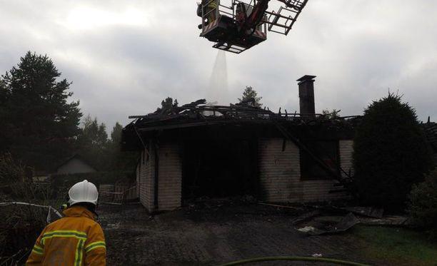 Omakotitalo tuhoutui täysin tulipalossa.