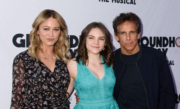 Christine Taylor (vas) ja Ben Stiller, välissä parin tytär Ella.