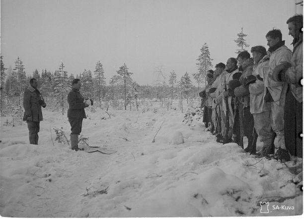 Jumalanpalvelus Saharan kauhun komppaniassa jouluaattona 1939.