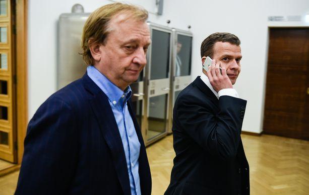 Hjallis Harkimo (liik) ja Petteri Orpo (kok) kritisoivat Suomen vastuuta EU:n elvytyspaketissa.