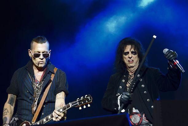 Deppin lisäksi Hollywood Vampiresissa esiintyy myös Alice Cooper (kuvassa) ja Aerosmithin kitaristi Joe Perry.