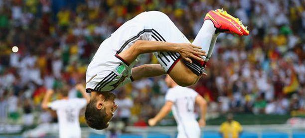 Miroslav Klose tuuletti maaliaan komealla voltilla.