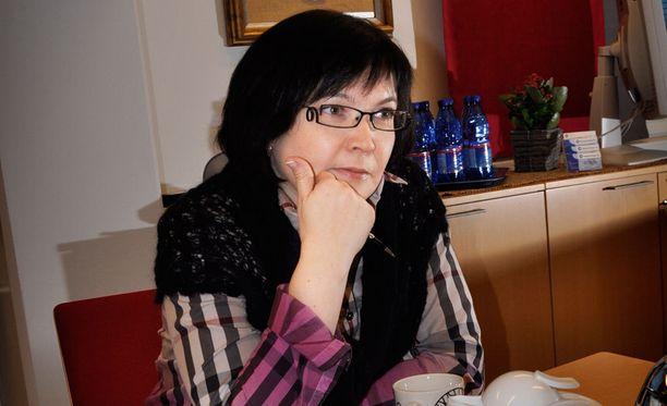 Kymppi Groupin toimitusjohtaja Johanna Koskelaisella pitää kiirettä miljoonien liikevaihdon pyörityksessä. Koskelainen ei osannut aavistaa, että hän ei koskaan saa lapsia.