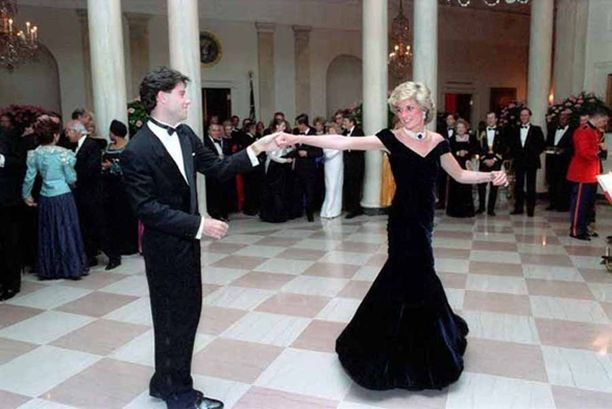 Dianan tanssi Valkoisessa talossa John Travoltan kanssa jäi myös muodin historiaan.