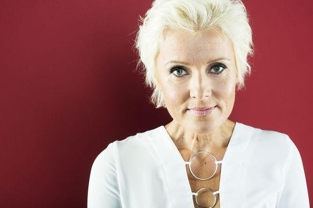 Hanna-Riikka Siitonen sairastui kilpirauhassyöpään vuonna 2000.