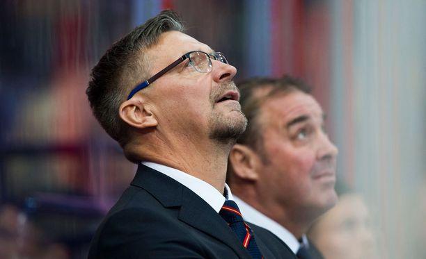 Jokerien päävalmentaja Jukka Jalonen joutuu pian anelemaan apua ylhäältäkin.