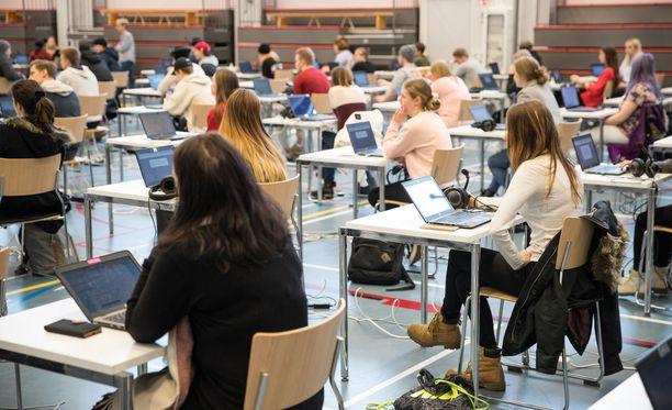 Ylöjärven koulutuskeskus Valossa harjoiteltiin sähköistä ylioppilaskoetta varten perjantaina.