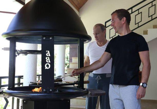 Rankan treenin jälkeen presidentti Putin ja pääministeri Medvedev grillasivat videolla itselleen pihvit suomalaisella Kotakeittiö-grillillä.