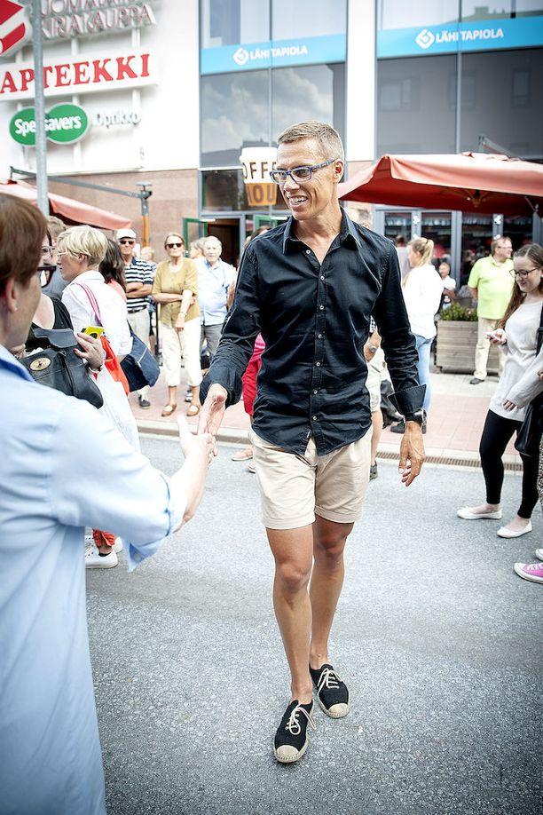 Alexander Stubb vei epämuodollisen pukeutumistyylin uudelle tasolle. Kuvassa silloinen pääministeri Stubb Seinäjoella elokuussa 2014.