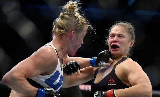 Holly Holm tyrmäsi Ronda Rouseyn puolitoista viikkoa sitten Melbournessa.