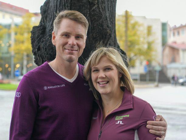 Roope Kakko ja Minea Blomqvist-Kakko panivat pystyyn omaa nimeään kantavan Minni & Roope Golf Schoolin, joka alkaa pyöriä marraskuun alussa Siuntion Pickala Golfissa.
