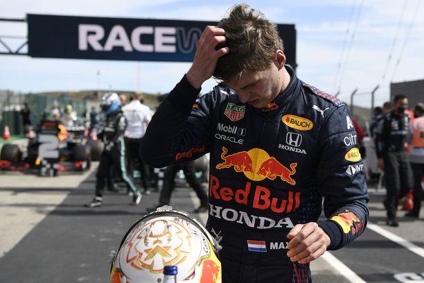Max Verstappen teki kaikkensa taistossa Mercedeksiä vastaan.