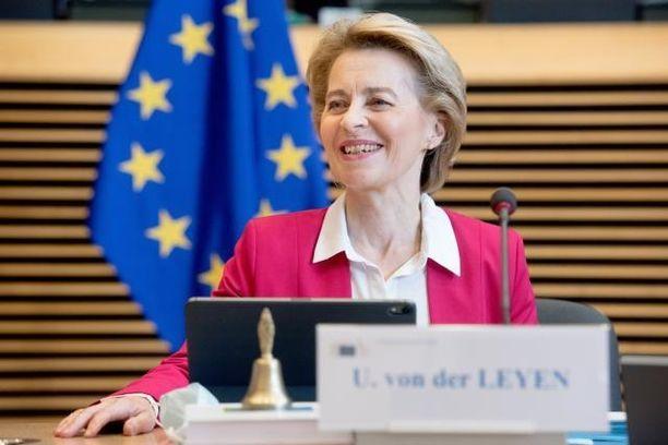 Komission puheenjohtaja Ursula von der Leyen esittelee budjetti- ja elvytysrahastoesitykset.
