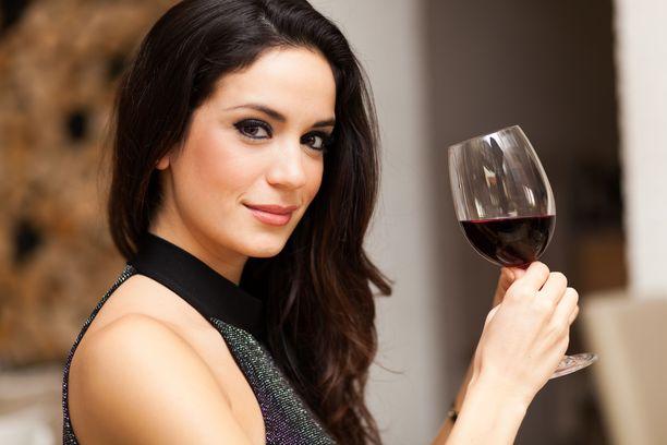 Tärkein avainsana punaviinin terveellisyydessä lienee kohtuus. Lasillinen hyvässä seurassa tehnee hyvää.