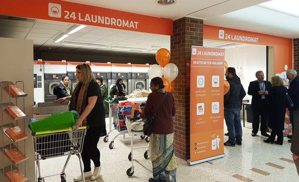 Suomalainen konsepti itsepalvelupesulasta on myös kiinnostava vientituote. 24 Laundromat on palvellut helmikuun alusta lähtien myös Ison-Britannian Blackburnissa.
